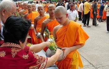 Le-Khao-Phansa-thai-lan